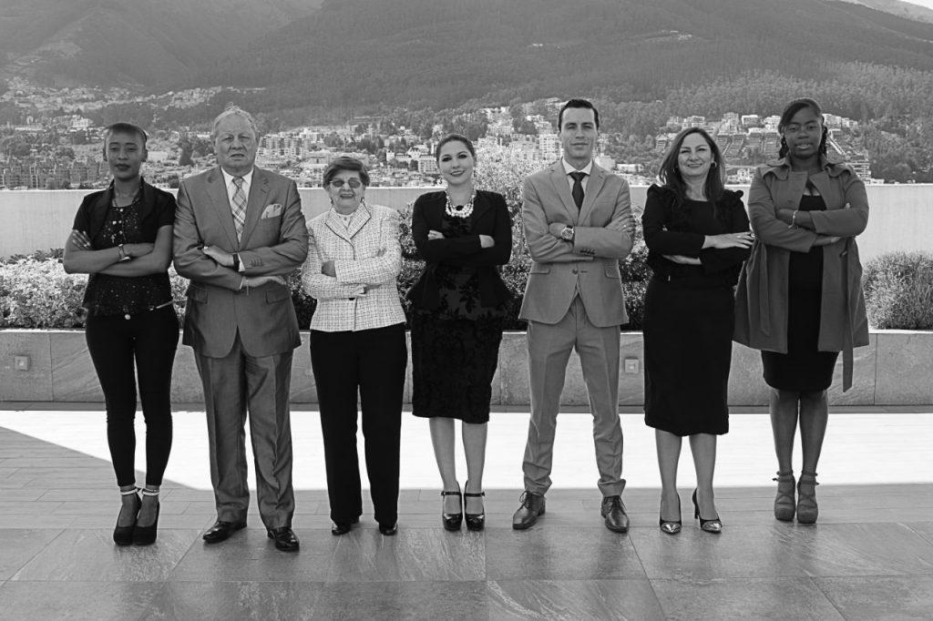 Nuestro equipo también está conformado con profesionales en otras ramas como: Auditores, Contadores, Financieros y expertos en Seguridad y Salud Ocupacional.